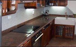 Kamenné kuchyňské linky