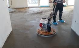 Pevné a odolné betonové podlahy pro haly, průmyslové objekty