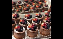 Cukrářská výrobna - výroba zákusků, mini zákusků, makronek, rolád, dezertů, příprava sladkého (candy, sweet) baru