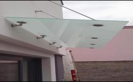 Vchodové stříšky, skleněné zastřešení vchodu  - sklenářství