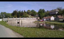 Obec ve Středočeském kraji v blízkosti města Kolín