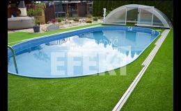 pokládka trávníkového koberce u bazénu