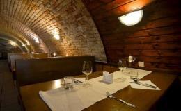 Pochutnejte si na tradiční moravské kuchyni i moderní gastronomii a lahodném víně v restauraci s vinárnou v Dolních Věstonicích