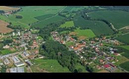Pohled na obec Srby letecky