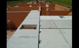 Stropní panely na stavbě