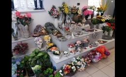 Vázaní svatebních kytic na zakázku v květinářství