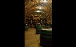 Vinný sklípek s možností degustace vína a likérů