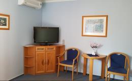 Nekuřácké klimatizované pokoje s televizí a vlastním sociálním zařízením - Penzion U Vlků na Pálavě
