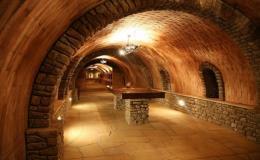 Vinařství Čejkovice - degustace vína v archivním vinném sklípku