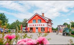Špičkové moravské víno zakoupíte v okolí Znojma ve vinotéce Malovaný sklep