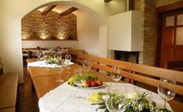 Degustujte víno a pořádejte oslavy ve vinném sklepě na jižní Moravě