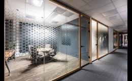 Designové skleněné příčky pro kanceláře