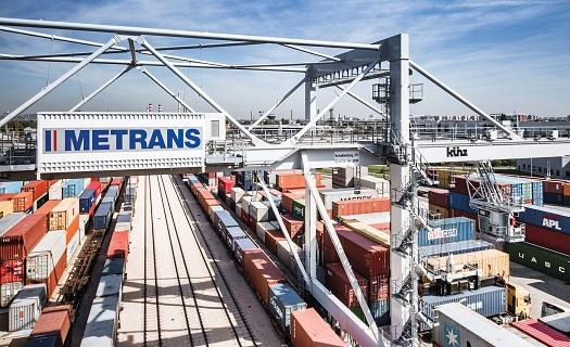 Široká nabídka nových i starších námořních kontejnerů na poslední cestu.