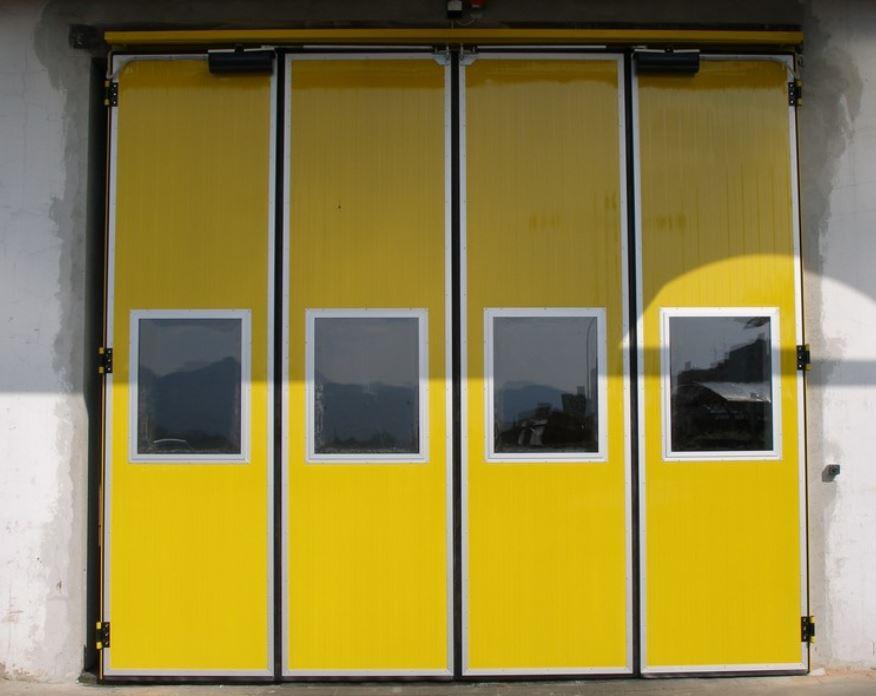 Skládací panelová vrata