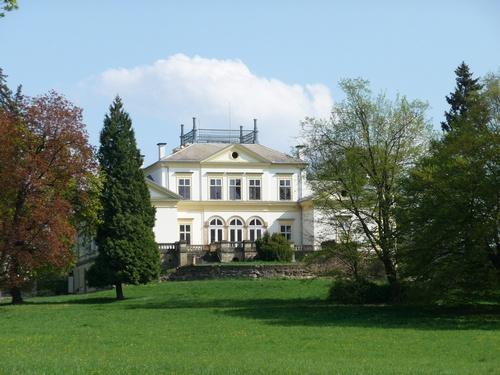 Barokní zámek Dobřenice