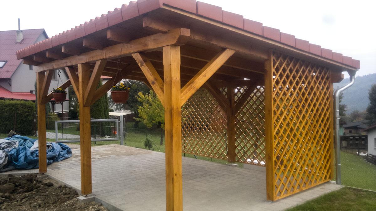 Realizace dřevěných přístrešků BUČEK střechy Zlínsko