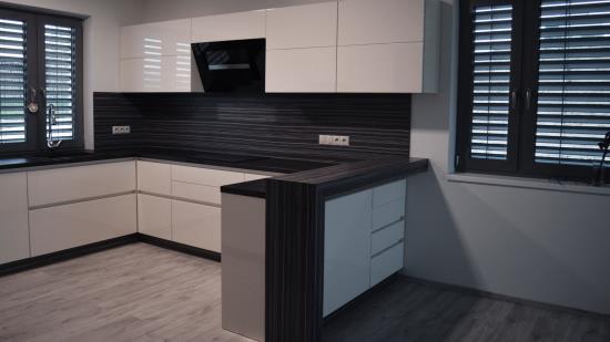Zakázková výroba bytového i kancelářského nábytku