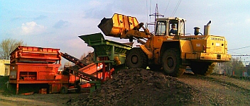 Recyklační linka - třídič, drtič vybouraného asfaltu a betonu