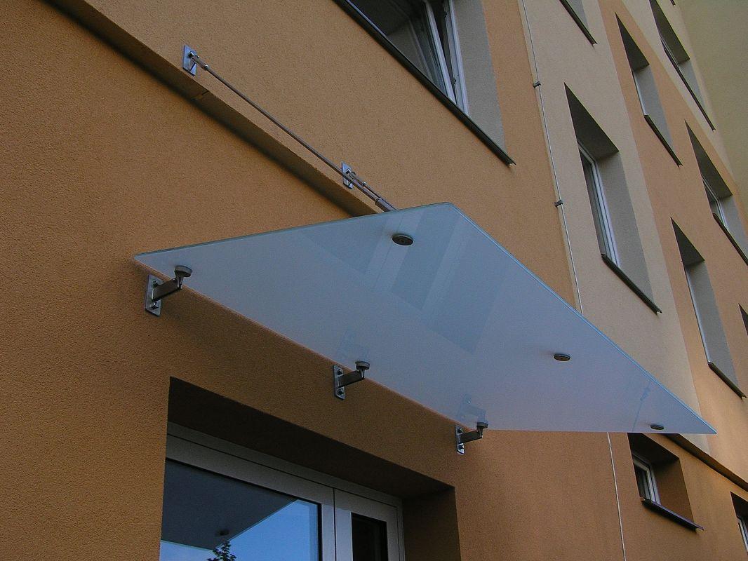 Závěsné přístřešky nad vchod včetně komponentů