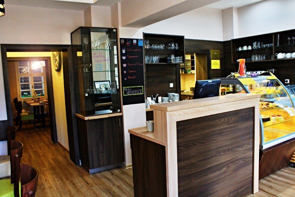 Lázeňská cukrárna pro turisty a klienty lázní Karlova Studánka