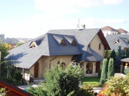 STŘECHY VRŇATA & ŽÁČIK, realizace střechy z přírodní břidlice