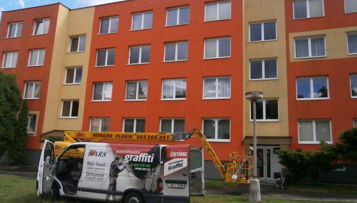 Profesionální odstranění graffiti z fasád domů