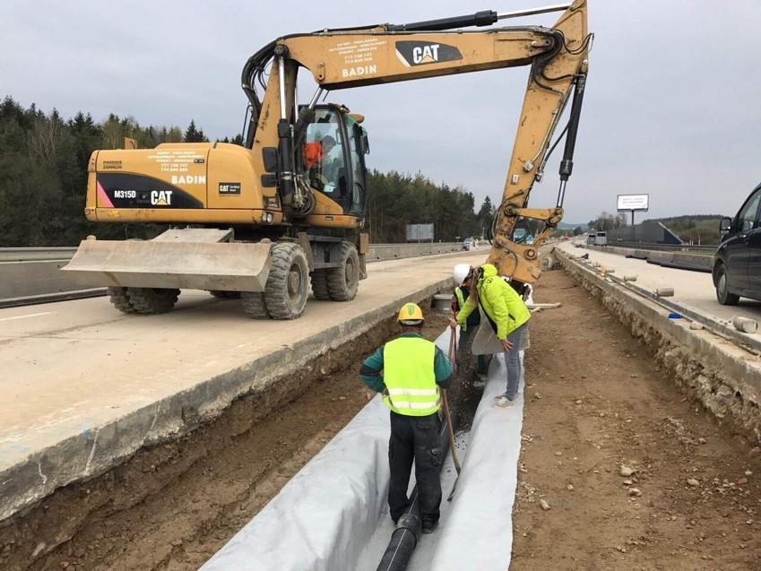 Budování drenáží, protipovodňových zídek, průlehů - BADIN s.r.o.