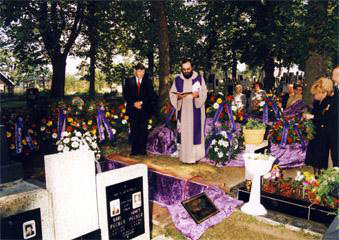 Pohřby do hrobu - Pohřební ústav EXCELENT