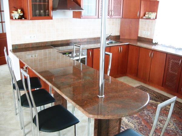 Kamenné kuchyňské desky, mramorové desky do koupelen