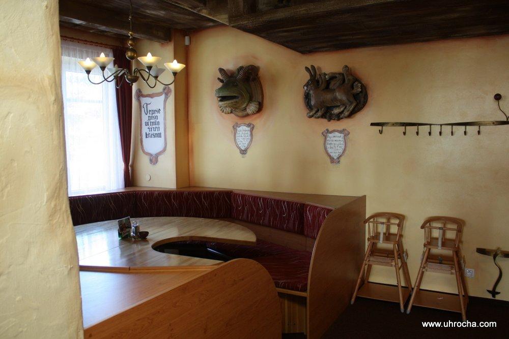 Domácí a zahraniční kuchyně místní restaurace