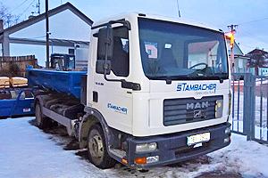 Nákladní vůz Man s kontejnerem pro přepravu sypkých materiálů