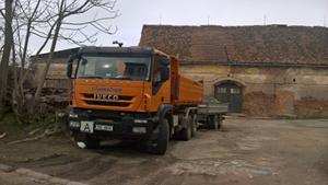 Odvoz suti, zeminy, štěrku, písku nákladními vozy
