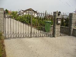 Zakázková výroba brány rodinného domu s pohonem a vstupní branky