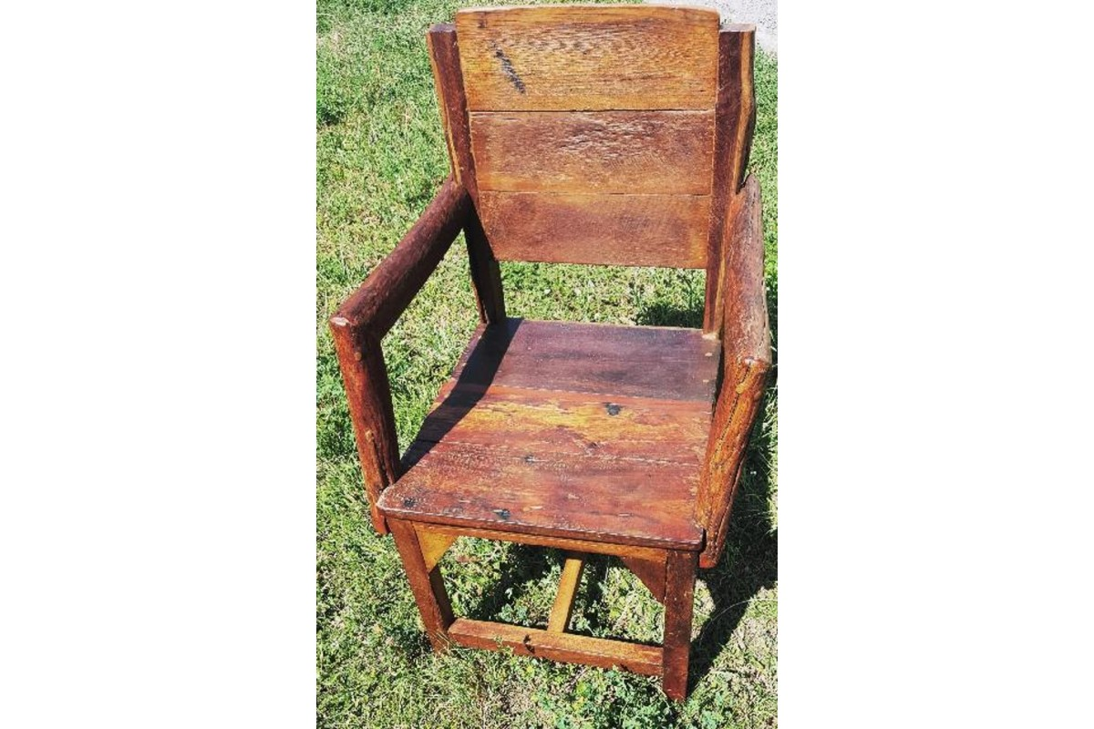 Teakové židle s područkami v kvalitním zpracování