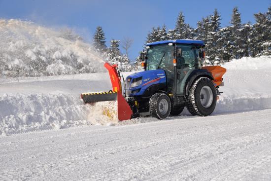 Odhrnovače sněhu dodává CHLEBIŠ s.r.o. Hlučín
