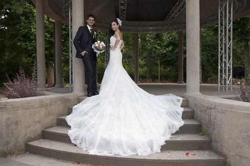 Profesionální čištění svatebních šatů a obleků