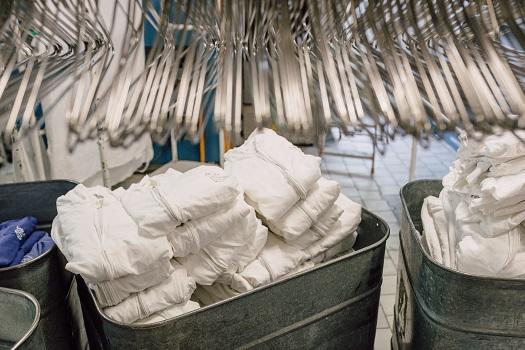 Praní pracovních oděvů, firemní praní a čištění