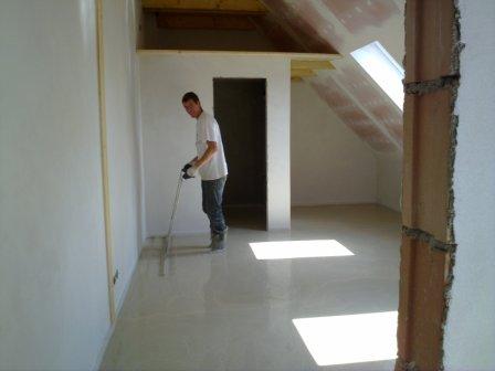 Pokládka samonivelační cementové podlahy