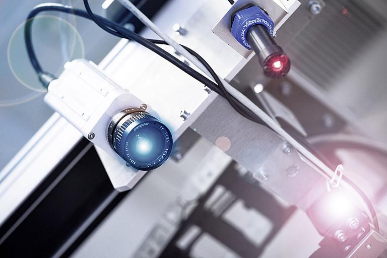 Senzory, průmyslové kamery pro zajištění kvality výrobků