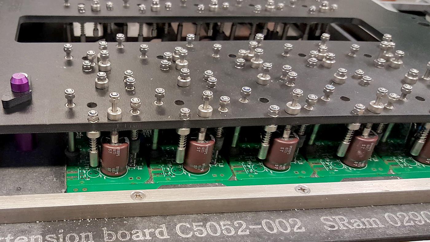 TECHNICKO-INŽENÝRSKÉ SLUŽBY vyrábí prvky pro elektroprůmysl