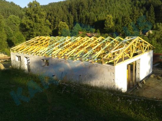 Sedlová střecha z příhradových vazníků
