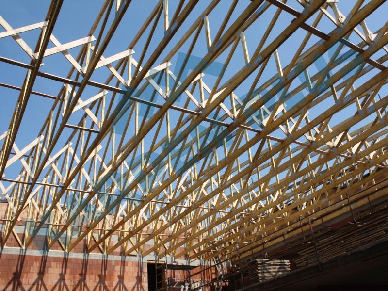 Výroba vazníkových příhradových střešních konstrukcí