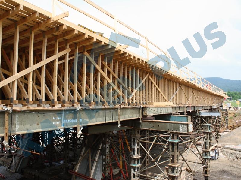 Mostní konstrukce z příhradových ramenátů