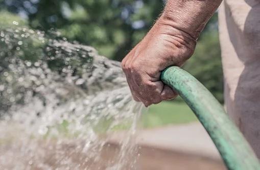 Využití dešťové vody na zalévání zahrady - dotace Dešťovka