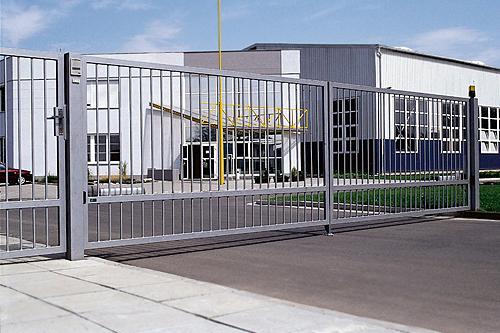 Průmyslová vjezdová brána křídlová - AutoDOOR Uherský Brod