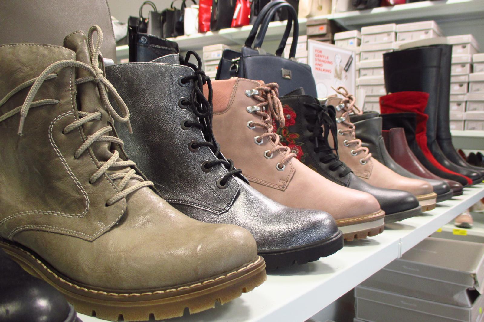 Dámská zimní obuv z usně či syntetických materiálů