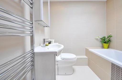 Koupelny - sanitární keramika, baterie, vany, sprchové kouty