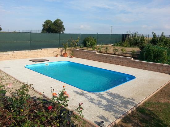 Polypropylenový zapuštěný bazén obdélníkového typu
