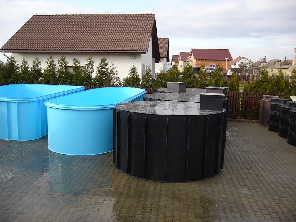 Celoplastové jímky a jímky pro tlakovou kanalizaci z odolného materiálu