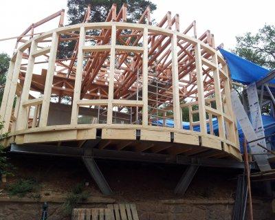 Snadná a rychlá montáž dřevěných příhradových vazníků Brno